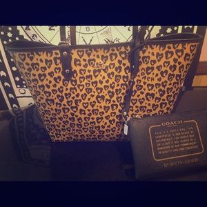 Brand new coach tote paid $350